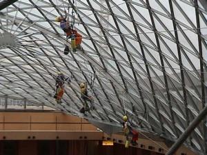Über Kopf Arbeiten in der Glaskuppel